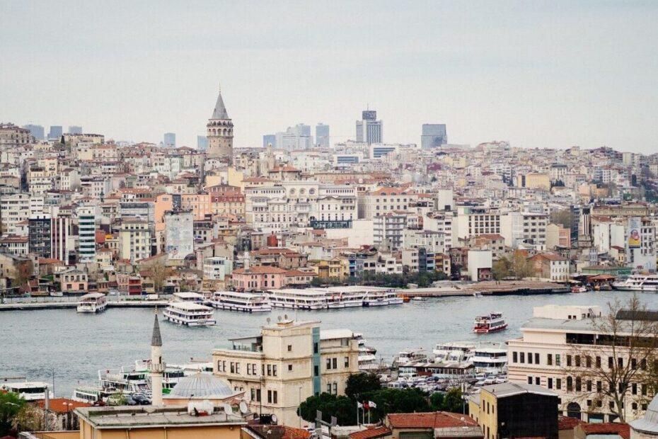 Туреччина знову посилює карантинні обмеження.